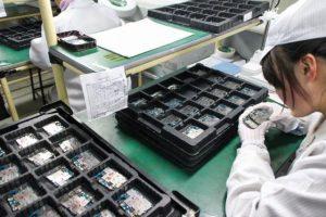 Upah Pekerja yang Rendah 300x200 - Smartphone, Murah, HP China, Andorid - 10 Rahasia Kenapa Harga Smartphone China Bisa Murah!