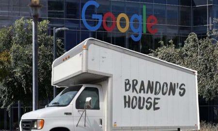 Seorang Karyawan Google Tinggal di Truck Sederhana, Kenapa Ya? 17