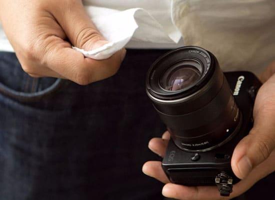 Membersihkan Lensa Kamera