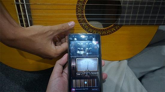 Lakukan Stem Gitar