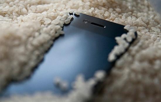 Pendam Smartphone di Dalam Beras