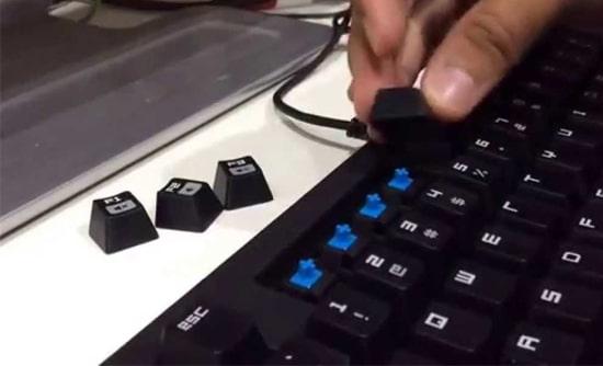 Melepas Tuts Keyboard Komputer