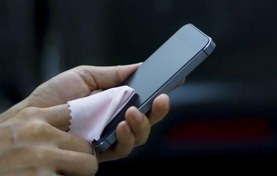 Bersihkan Layar Smartphone