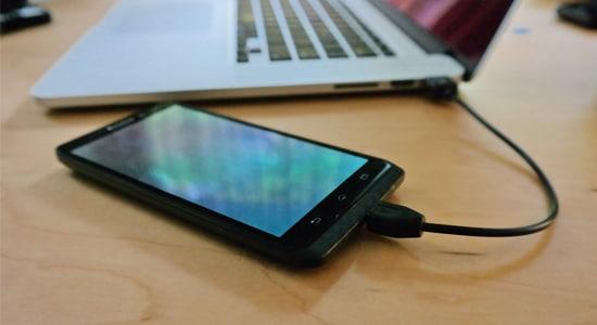 Mengecas Smartphone Menggunakan Laptop