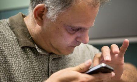 Jika Tidak Ingin Buta, Jangan Pakai Smartphone Seperti Ini! 16