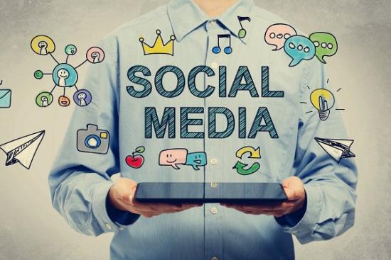 Banyak Akun Media Sosial