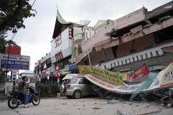 10 Gempa Bumi Paling Dahsyat di Indonesia 12