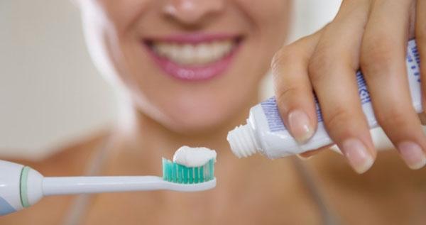 Cara Mengeluarkan Pasta Gigi Dari Semua SIsi