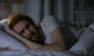 Manfaat Mematikan Lampu Saat Tidur