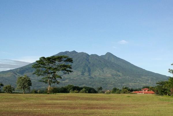 gunung paling angker di Indonesia