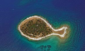 Pulau dengan Bentuk Terunik di Dunia