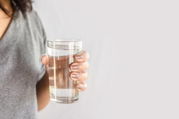 Manfaat Berbuka Puasa dengan Air Putih Hangat
