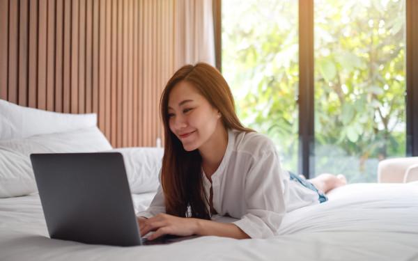 Kebiasaan Menggunakan Laptop yang Berakibat Fatal