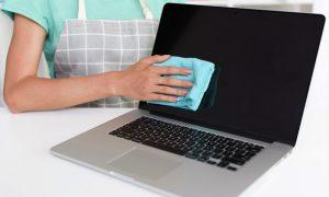 Tips Membersihkan Layar Laptop Touchscreen